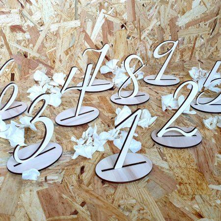 ciselniky-stolov-svadobne-drevene