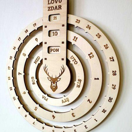 dreveny kalendar nekonecny kruhovy na stenu polovnicky lovu zdar