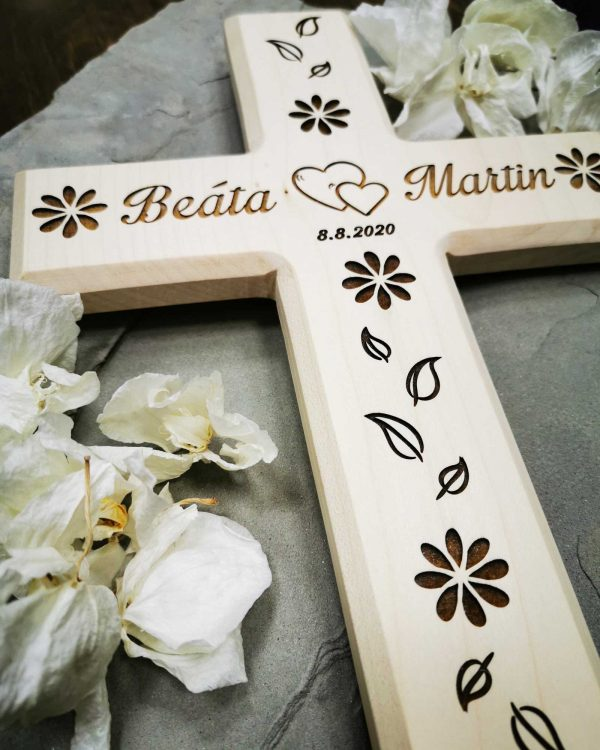 dreveny-svadobny-krizik-na-mieru