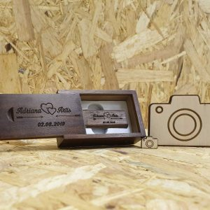 usb-s-krabickou-drevene-orechove-drevo-svadobne-personalizovane-otvorene