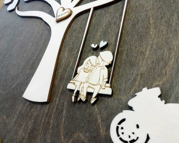 dreveny-svadobny-strom-personalizovany-s-motorkou---detail-zalubenci