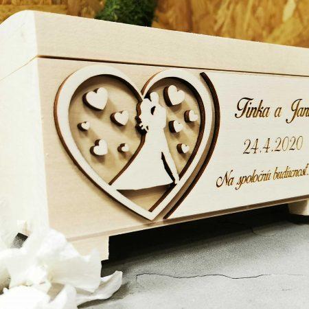 drevena-pokladnicka-na-svadbu-gravirovana-personalizovana