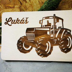 drevene-denko-s-motivom-traktor-a-menom
