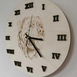 drevene-nastenne-hodiny-rotveiler-na-mieru