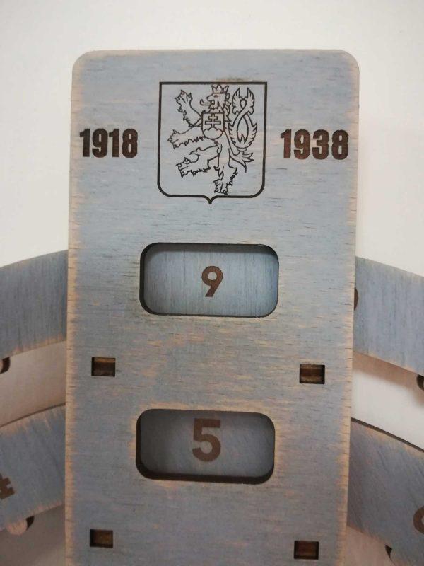 dreveny-kruhovy-nekonecny-kalendar-prva-ceskoslovenska-republika-seda-patina