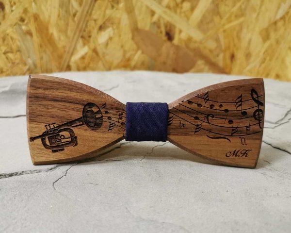 dreveny-motylik-trubka-noty-hudobny-motiv-na-mieru