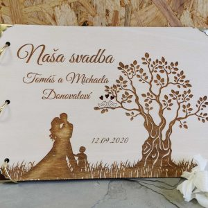 dreveny-svadobny-album-personalizovany-manzelia-dieta