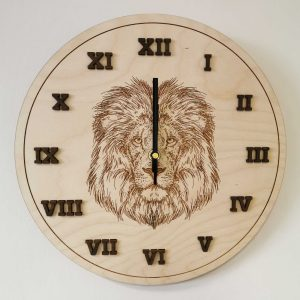 drevene-nastenne-hodiny-lev