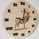 drevene-nastenne-hodiny-polovnicke-jelen