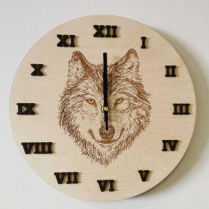 drevene-nastenne-hodiny-vlk