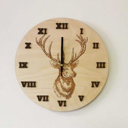 drevene-nastenne-hodiny-mlady-jelen