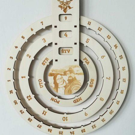 nekonecny-kalendar-dreveny-personalizovany-graviracia-fotky