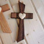 svadobny krizik orech masiv javorove srdce